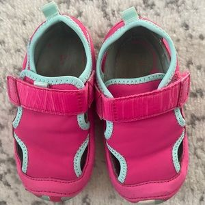 Stride Rite sandals closed toe comfort shoes 6